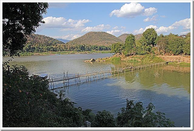 竹橋(メコン川とナムカン川の合流地点)