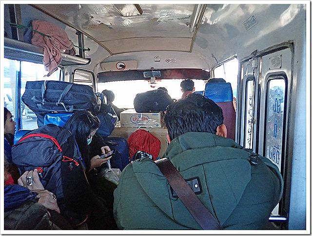ウドムサイ行きのミニバス