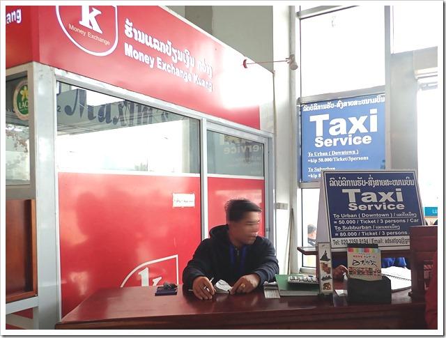 タクシーカウンター(ルアンパバーン国際空港)
