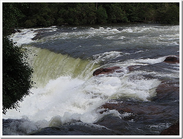 タートルーク滝(Tad Leuk)