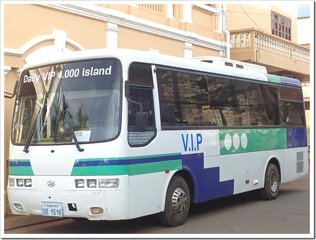 パクセートラベルのシーパンドン行きのバス